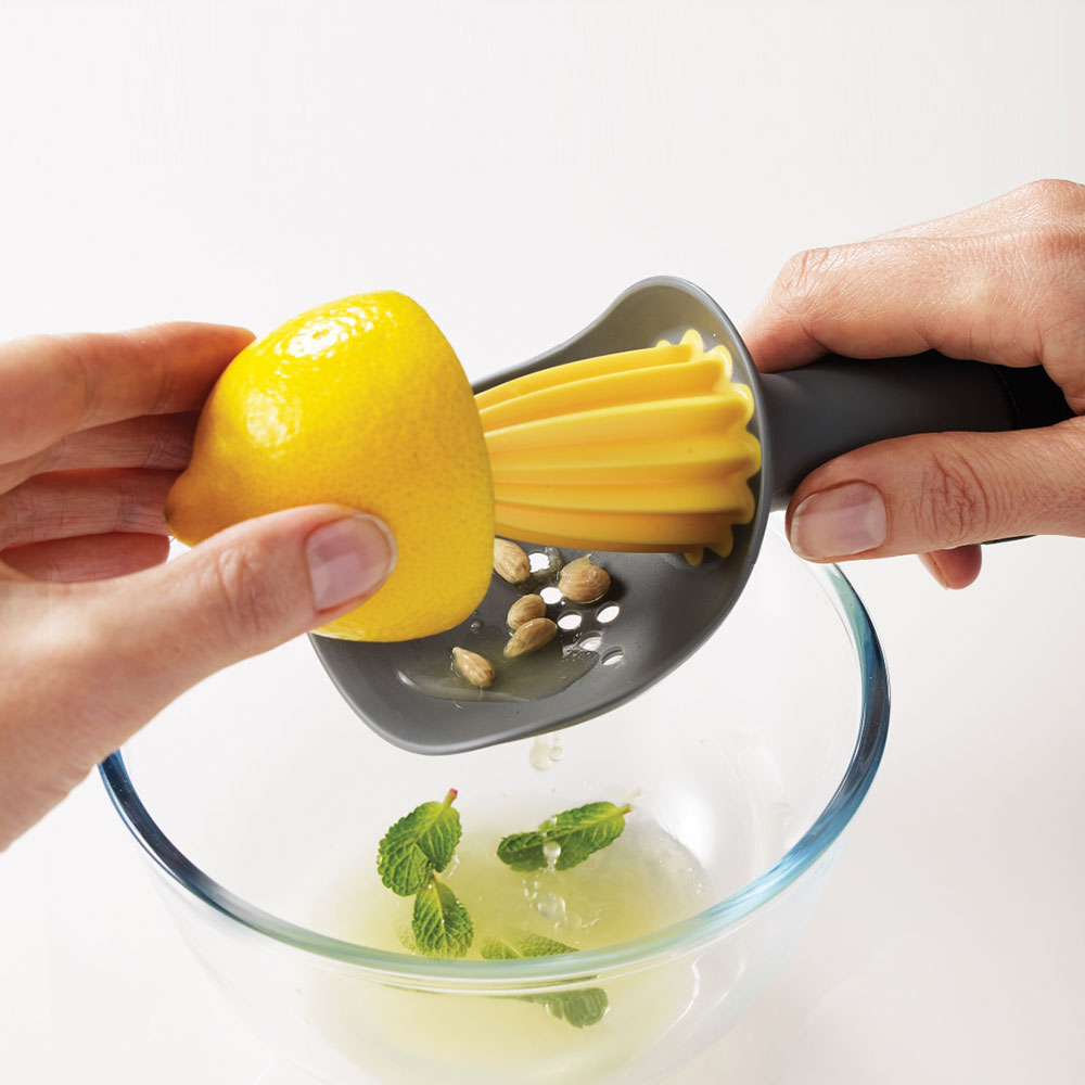 Catcher - Citrus reamer with pip catcher