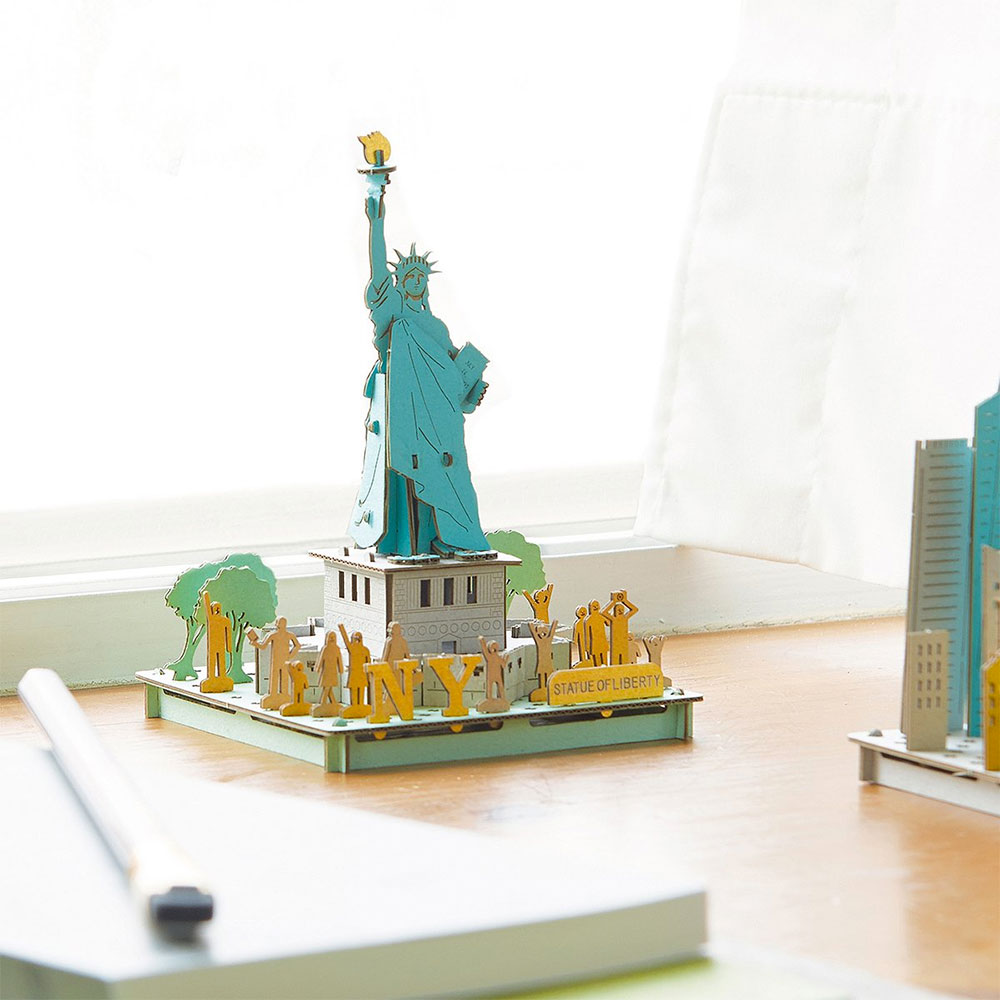 The Statue of Liberty - Japanese Cardboard Art