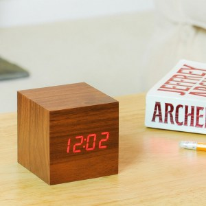 cube-walnut-click-clock3
